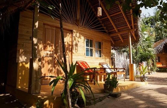 Timber bungalows of Margarita Village kite school kalpitiya