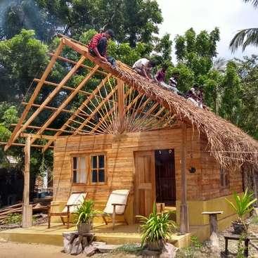 contrucción de cabaña de madera en sri lanka