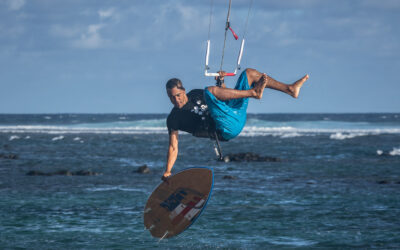 What is strapless kitesurfing? Best kite spots for wave riding
